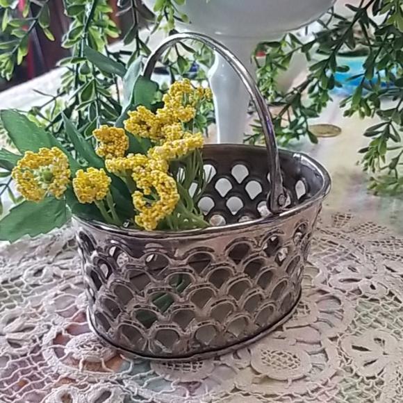 Cute Silverplated Scalloped Mesh Basket